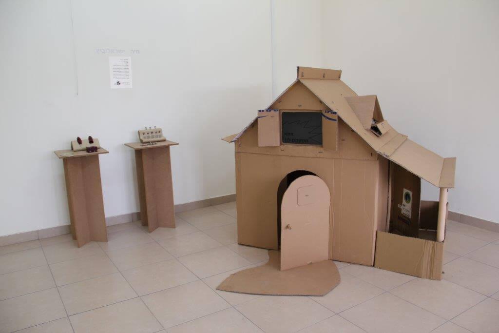 בית מקרטון – חיה ישראלוביץ
